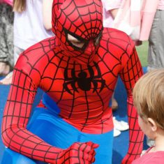 23-spiderman-meeting-his-biggest-fan